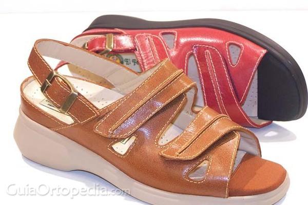 El uso continuado de sandalias puede dañar el pie y la columna vertebral